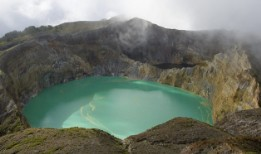 Индонезия. Озеро Келимуту